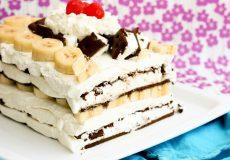 کیک بستنی و توت فرنگی